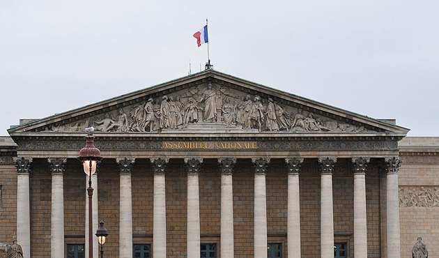 Fransa'da vergiler kaynaktan kesilecek