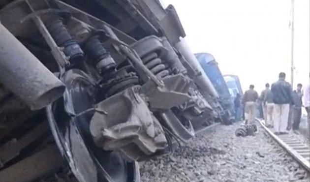 Hindistan'da yine tren kazası; 90 ölü