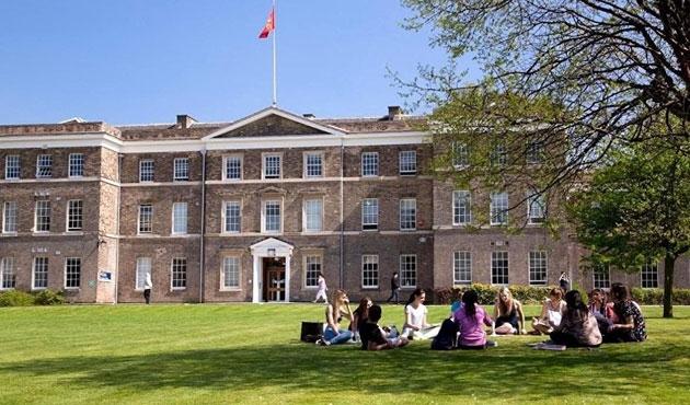 İngiltere'deki 30 öğrencinin bursu kesildi