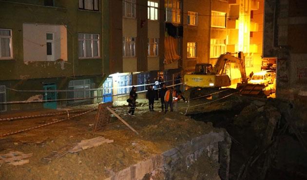 İstanbul'da istinat duvarı çöktü, dört bina boşaltıldı