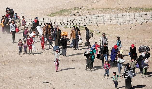Musul'da kamplar doldu