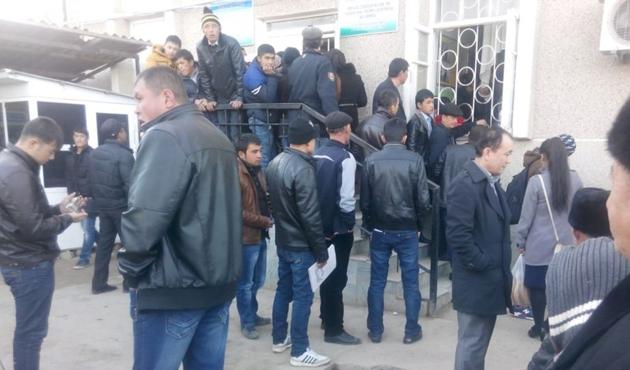 Özbek pasaportuna seçim engeli