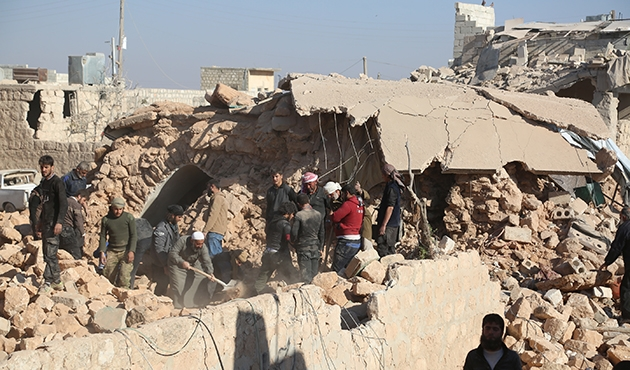 Halep'te bombardımandan kaçanlara rejim saldırısı