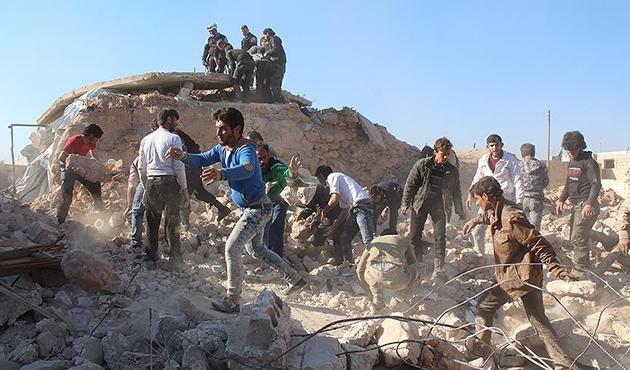 Halep'te yerleşim yerine hava saldırısı: Yedi ölü | FOTO