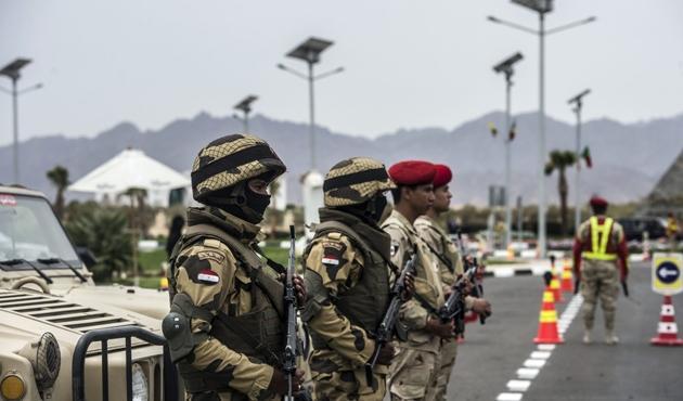Mısır polisine bombalı saldırı: 11 ölü