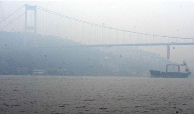 İstanbul Boğazı'na sis çöktü