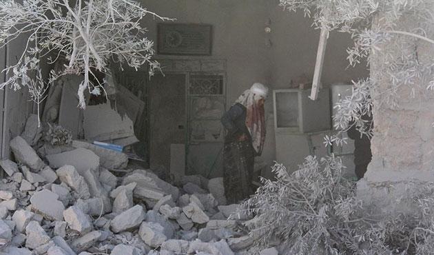 Halep'te hava saldırıları hız kesmiyor