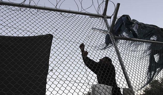 Yunanistan'da kar nedeniyle göçmen kampı boşaltıldı