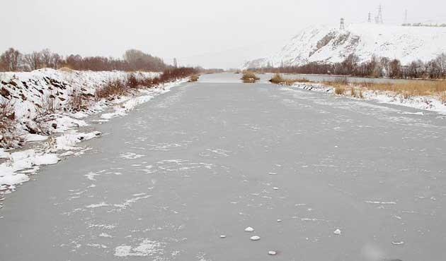 Türkiye'nin en uzun nehri buz tuttu | FOTO