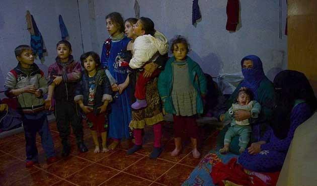 Telafer'den göç eden Türkmenler Türkiye sınırına ulaştı