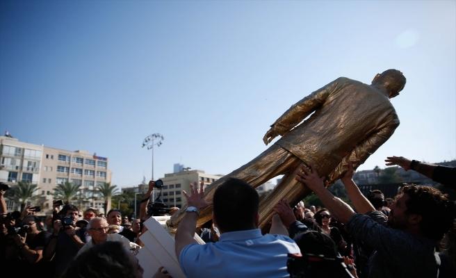 Netanyahu'nun izinsiz dikilen heykeli kaldırıldı