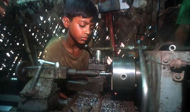 Bangladeş'te çocuk işçiler haftada 64 saat çalışıyor