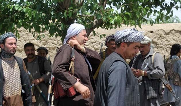 Afganistan'da 20 Taliban üyesi teslim oldu