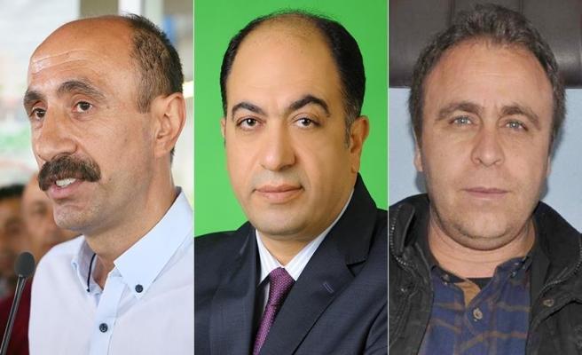 Üç ilçe belediye başkanı açığa alındı