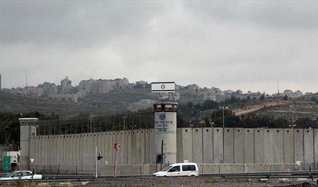 Açlık grevindeki iki Filistinli serbest