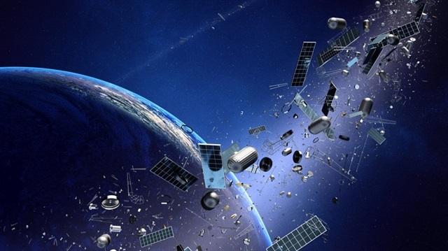 Japonya uzaydaki hurdaları toplayacak