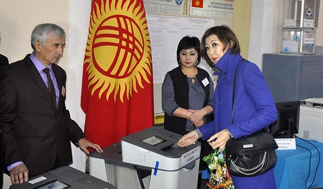Kırgızistan'da referandum ve seçim bir arada
