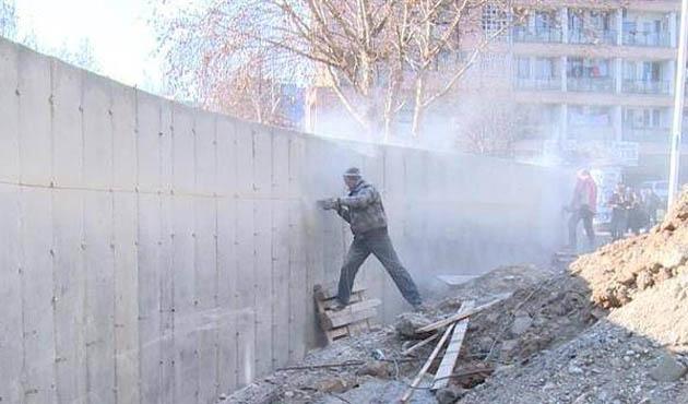 Kosova'da sınır duvarı polemiği büyüyor