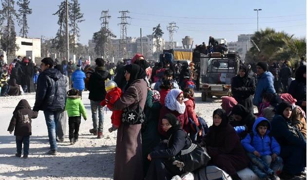 Bir günde 10 bin kişi Halep'i terketti