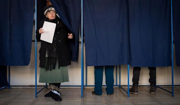Romanya'da seçim zaferi Sosyal Demokratlar'ın