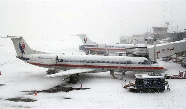 Chicago'da bin 400 uçuş iptal