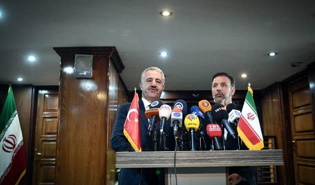 Ulaştırma, Denizcilik ve Haberleşme Bakanı Arslan İran'da