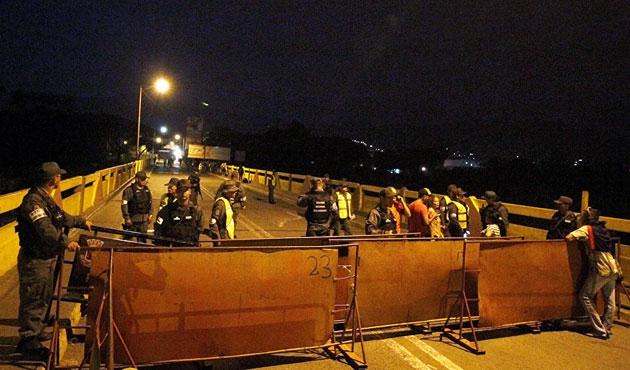 Venezüela, Kolombiya sınırını kapattı