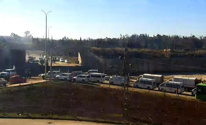 Halep'te geri dönen konvoy yeniden yolda