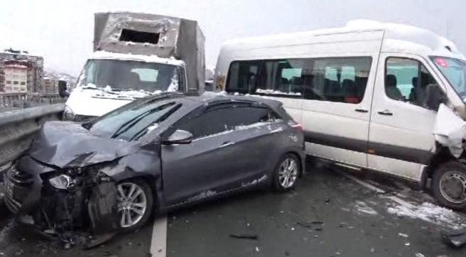 Rize'de zincirleme kaza; Ölü ve yaralılar var