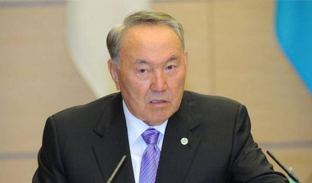 Nazarbayev iktidarı paylaşma sinyali verdi