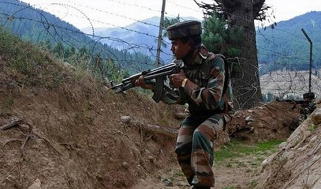 Hindistan Keşmir sınırında otobüse ateş açtı