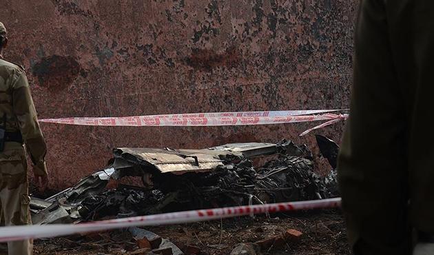 Suriyeli muhalifler Hama'da rejime ait savaş uçağını düşürdü