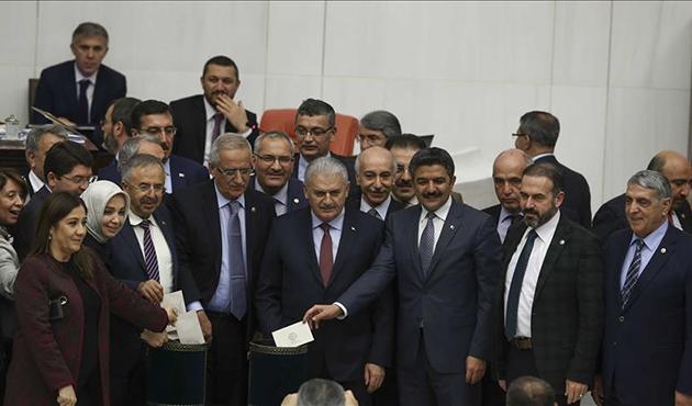 Anayasa değişikliği teklifinde 13. madde kabul edildi