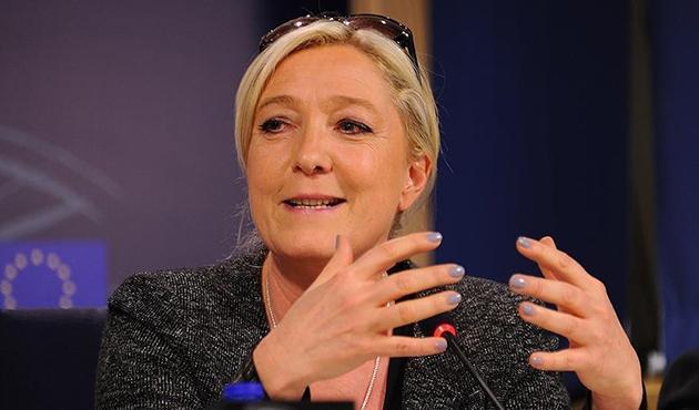 AP'den Le Pen'e gece yarısına kadar mühlet
