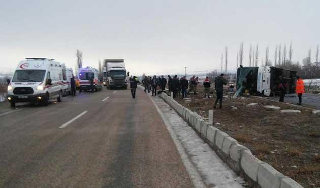 Sivas'ta otobüs kazası; ölü ve yaralılar var