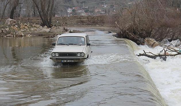 Manyas Barajı'nın kapaklarının açılması sele neden oldu