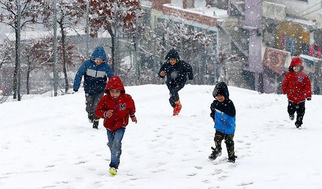 İki ilde eğitime kar engeli