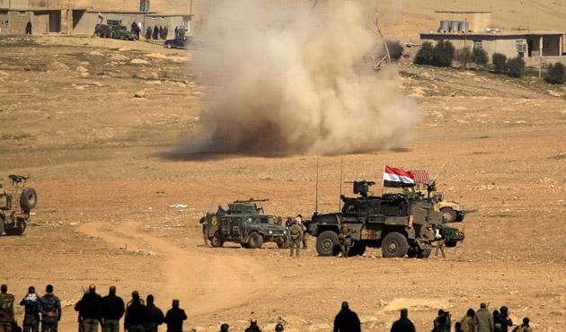 60 bin Irak askeri Musul'un batısında