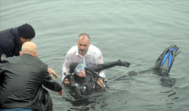 Kadın dalgıcı son anda belediye başkanı kurtardı | FOTO