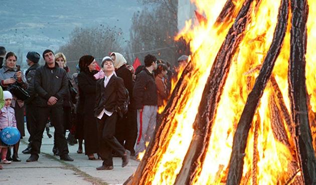 İran'da 'Çarşamba Suri' kutlamaları: 3 ölü, 2 bin 351 yaralı