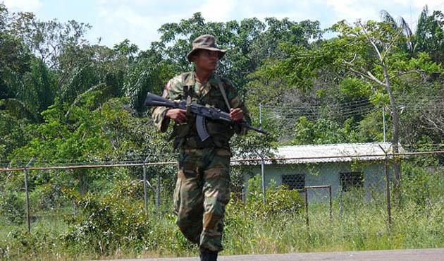 Venezuela askerleri Kolombiya'dan çekildi