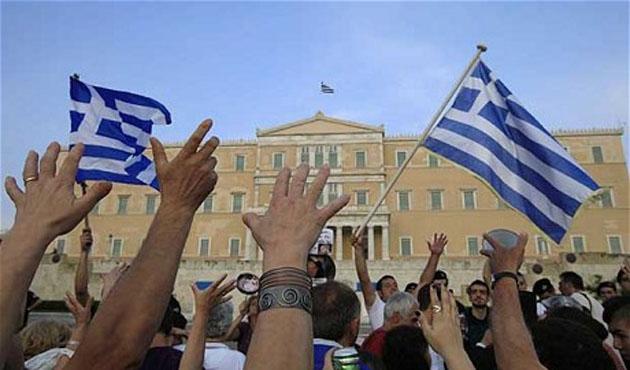 Fransa Maliye Bakanı, Yunanistan için IMF anlaşması istedi