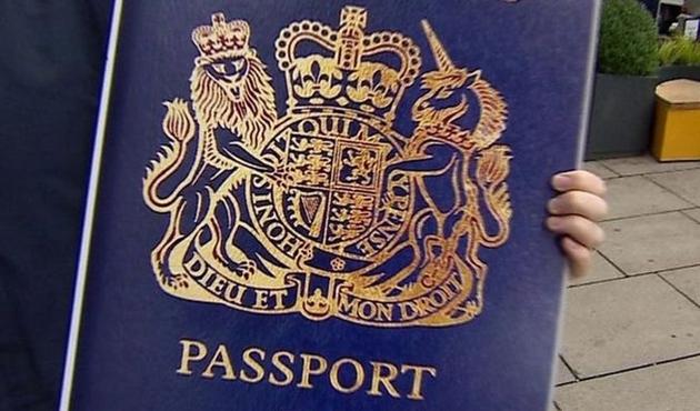 İngiltere mavi pasaporta dönüyor