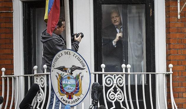 Moreno'dan Assange'a 'hacker' benzetmesi