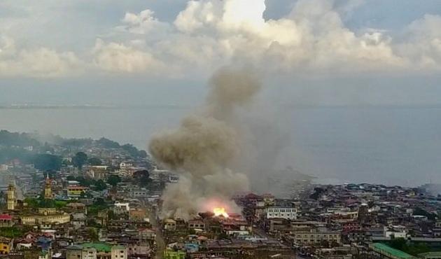 Filipinler'de kuşatma altındaki Marawi'de çatışma