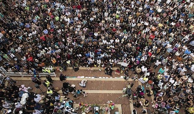ABD'de öldürülen Müslüman genç kız için binlerce kişi toplandı