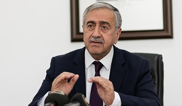 Kıbrıs'ta 'askersizlik sloganı' çözümsüzlüğü getirdi