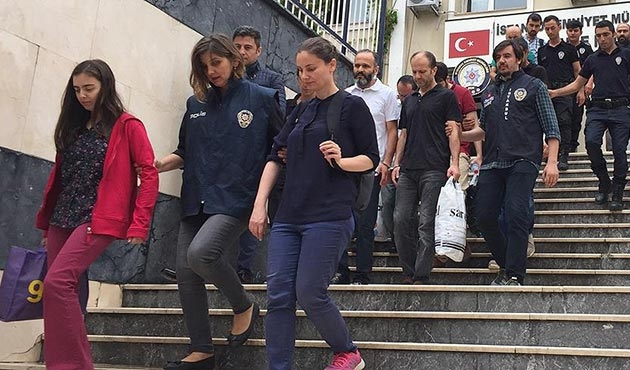 FETÖ şüphelisi eski TRT çalışanı 8 kişi tutuklandı