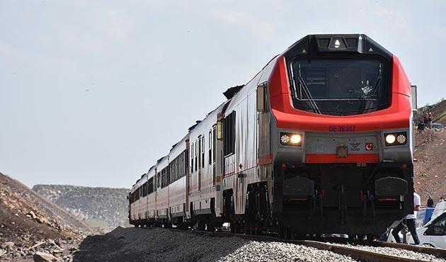 Aliyev: Bakü-Tiflis-Kars demiryolu, Azerbaycan'ı ulaştırma merkezi yapacak
