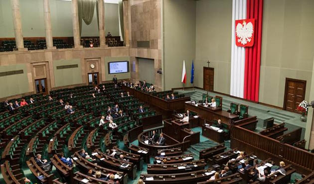 Polonya'da Senato tartışmalı yargı tasarısını onayladı